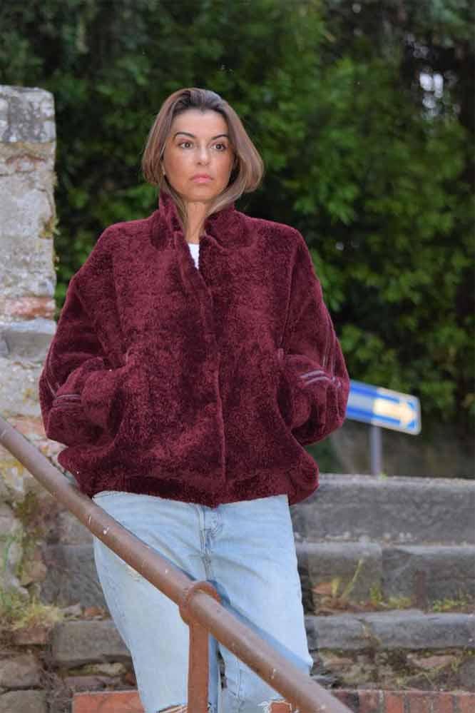 Бордовая куртка из овчины кёрли
