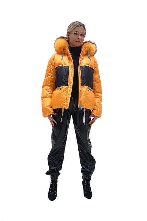 Оранжевый пуховик