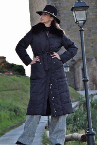 Черное пуховое пальто с мехом