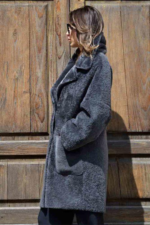 Прямое пальто из кёрли