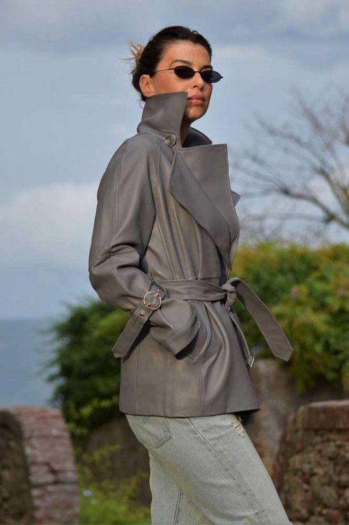 Серая кожаная куртка