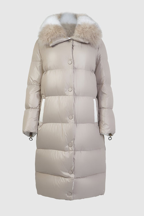 Длинное пальто на пуху с меховым воротником