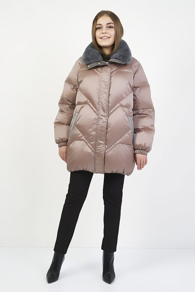 Розовая пуховая куртка