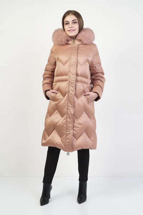 Розовый длинный пуховик