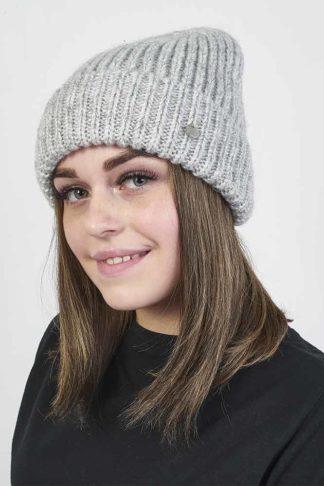 Женская вязаная шапка с отворотом